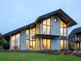 holzhaus im schwedenstil im rheinland holzh user von stommel haus. Black Bedroom Furniture Sets. Home Design Ideas