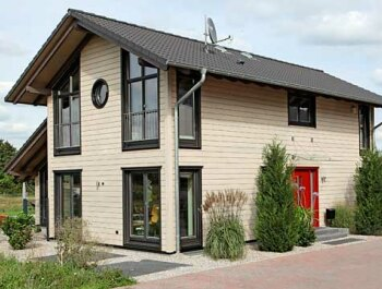 Holzhäuser massiv & individuell Holzhäuser von Stommel Haus