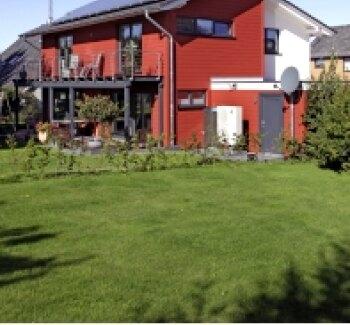 massivholzhaus mit zwei gesichtern stommel holzhaus blog. Black Bedroom Furniture Sets. Home Design Ideas