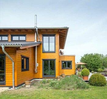 Fertighaus aus holz holzh user von stommel haus for Haus bauen preiswert