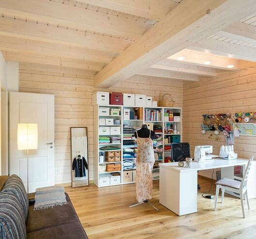 wohnen und arbeiten holzh user von stommel haus. Black Bedroom Furniture Sets. Home Design Ideas