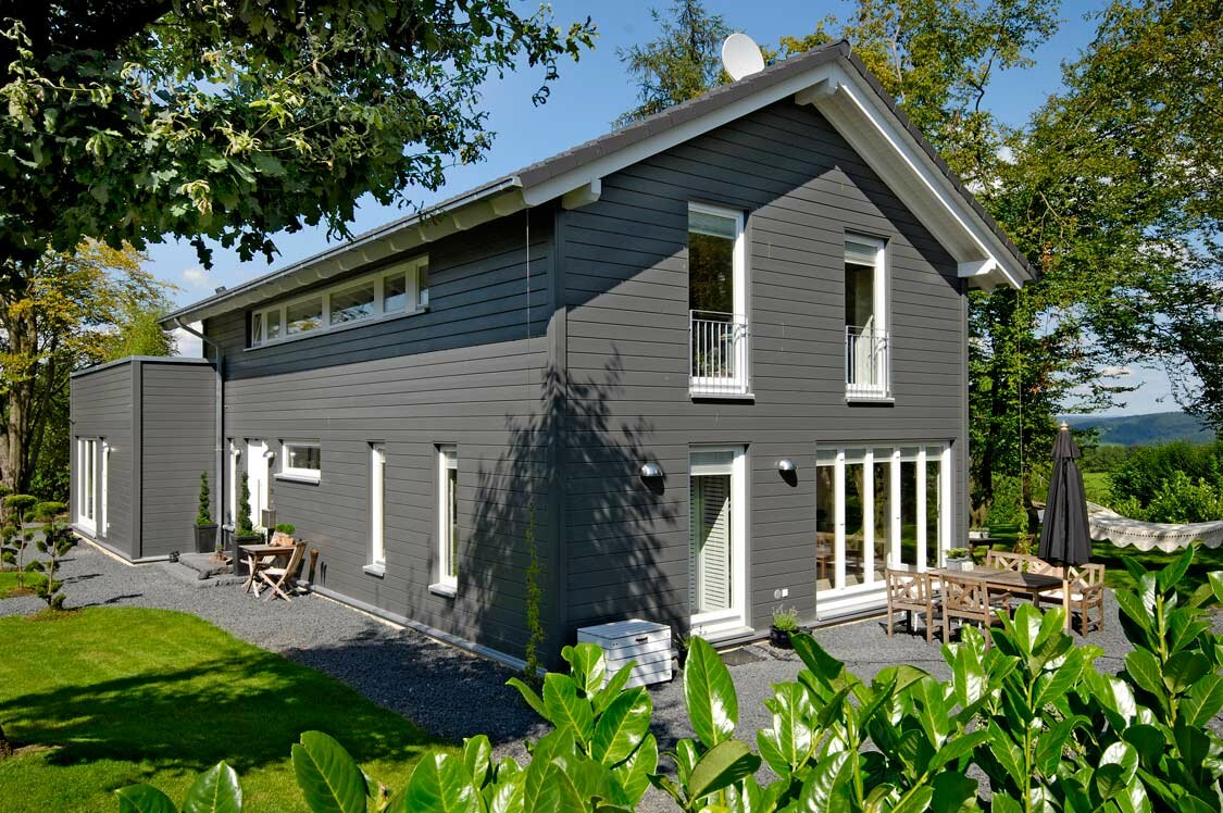 holzhaus schwedenstil von d nen im rheinland holzh user von stommel haus. Black Bedroom Furniture Sets. Home Design Ideas